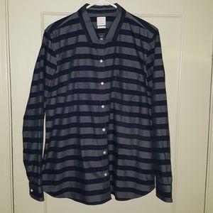 NWOT - Gap The Fitted Boyfriend Button Down Shirt